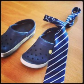 Nu byter jag crocsen mot slipsen.